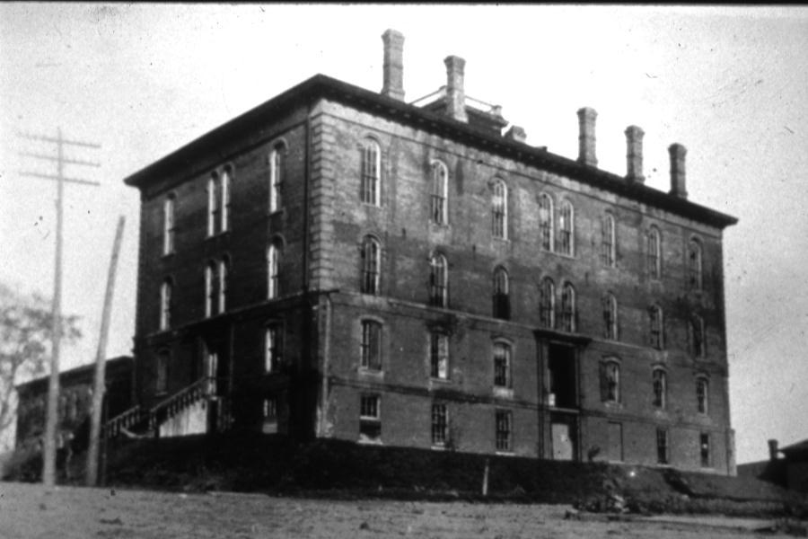 Iowa Legislature Construction Earlier Buildings